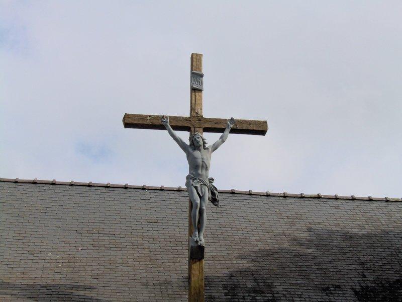 Zoom croix cimetière chapelle Lesbin