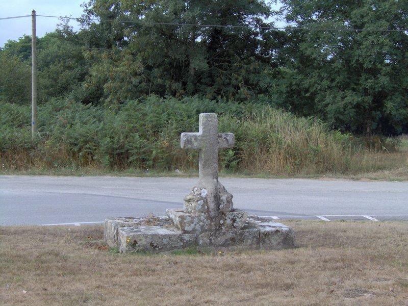 Croix extérieure chapelle Lesbin