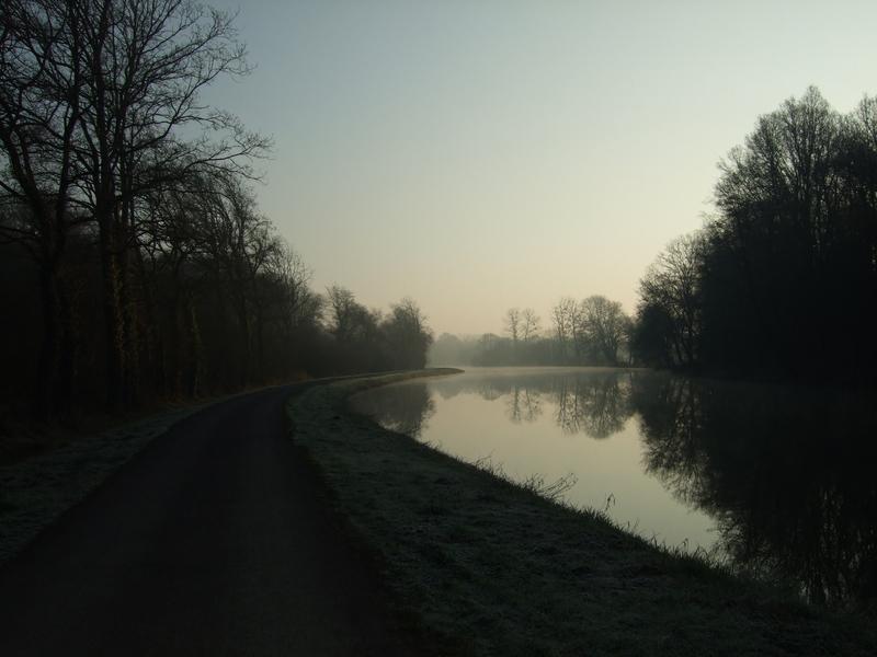 Canal de Nantes à Brest : photo en contre-jour