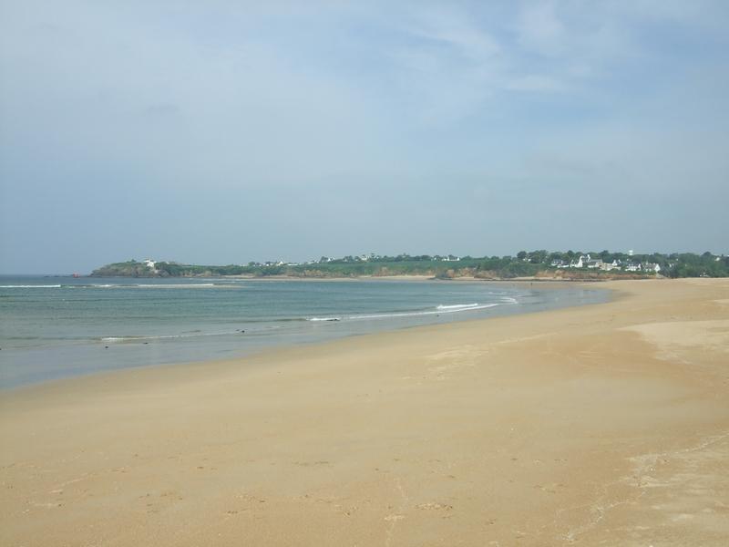 La plage du Pouldu côté Morbihan, mais avec le Finistère à l'horizon