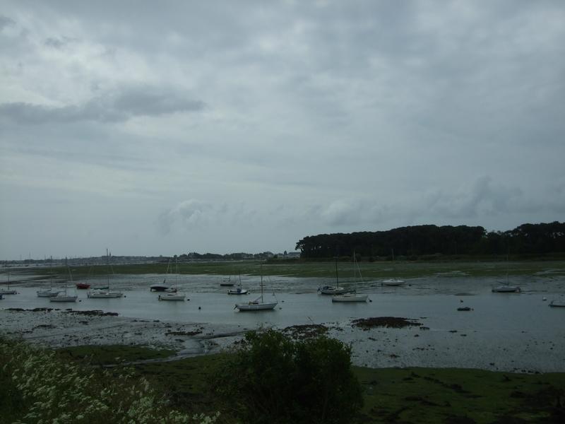 Paysage sombre, bateaux de plaisance La Base, Lorient