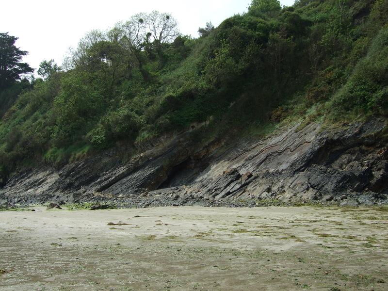 Plage de Binic : vue sur les falaises