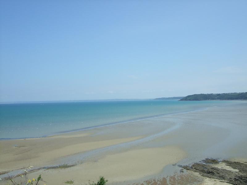 Vue en hauteur de la plage de la Banche (Binic)