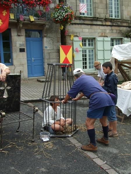enfant «prisonnier» fête médiévale Josselin 2010