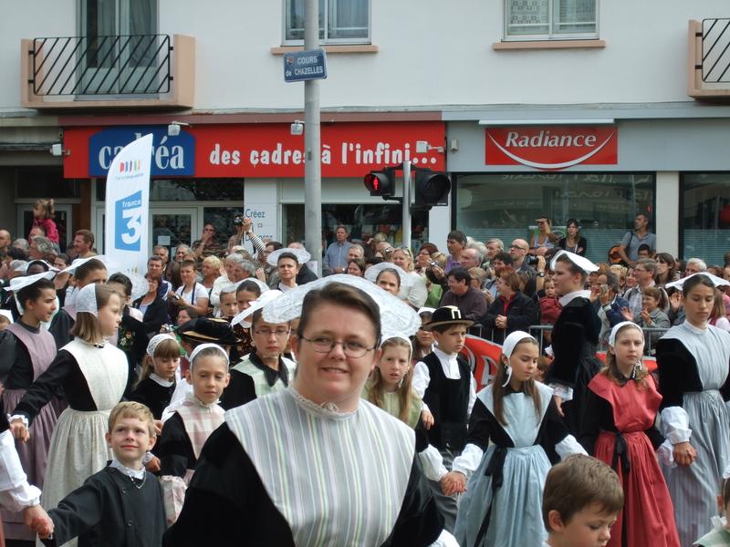 Femme et enfants en costume celte festival interceltique 2010