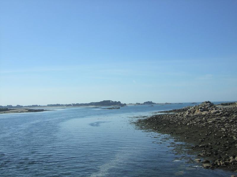 Roscoff: vue sur la mer à partir de la longue «jetée»