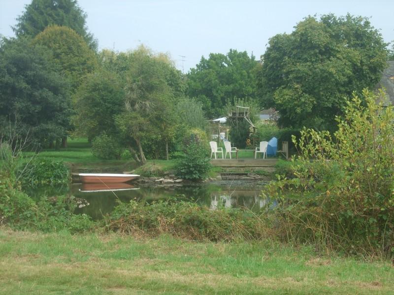 Vue sur le canal de Nantes à Brest à Malestroit