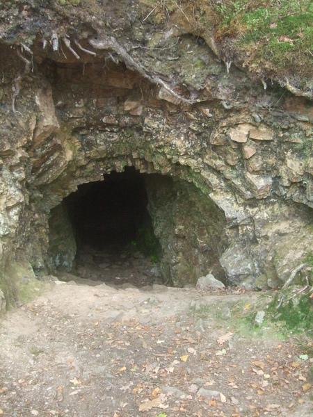 Grotte autour du lac de Guerlédan