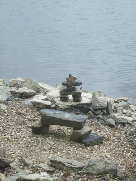 Land art autour du lac de Guerlédan