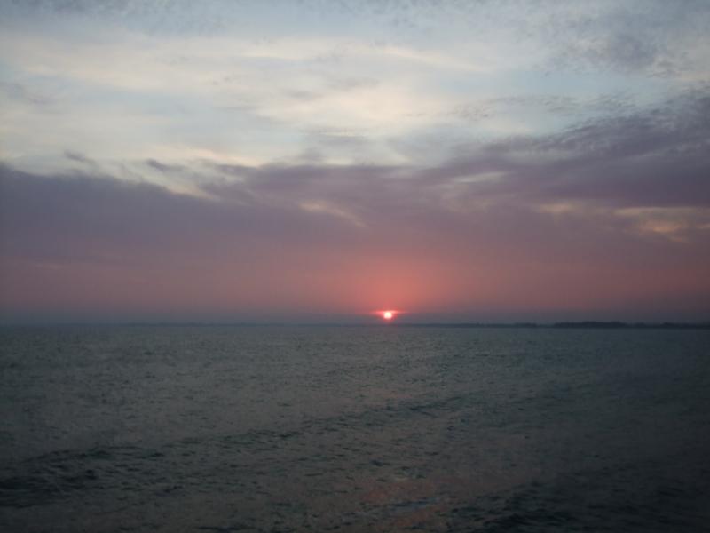 Coucher de soleil jouant avec les nuages Sainte-Marine Finistère