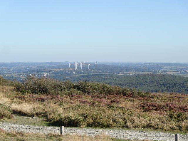 Paysage (éoliennes) à partir du Menez-Hom