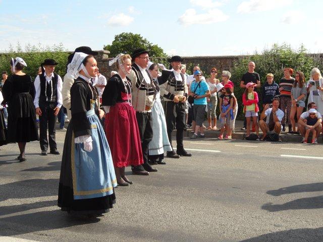 Danseurs en costume Grande parade, festival interceltique Lorient 2014