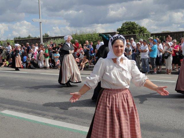 Femme en costume traditionnel Grande parade, festival interceltique Lorient 2014