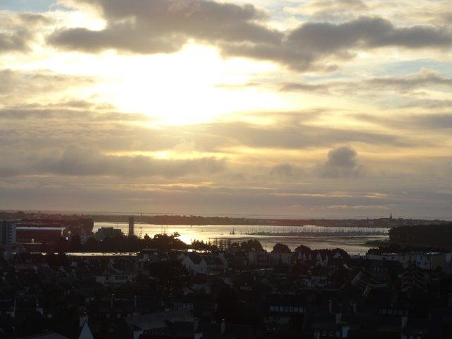 Jeu du soleil et des nuages sur la rade de Lorient
