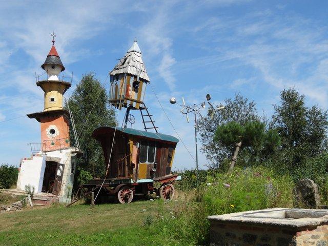 Tour fantastique dans le jardin du Poète Ferrailleur