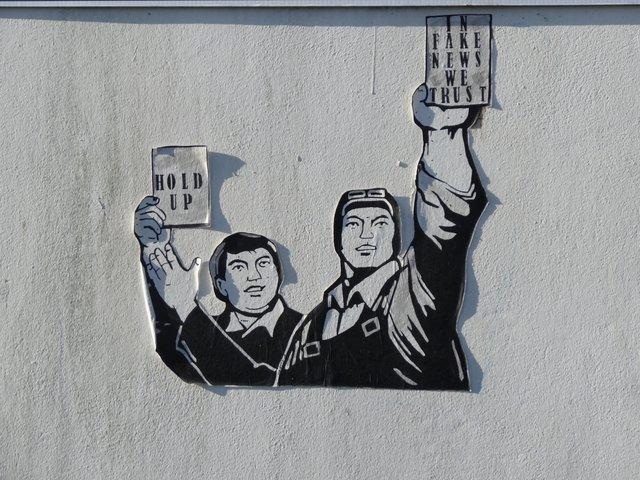 Street Art port de Lorient (collage) : in fake news we trust !