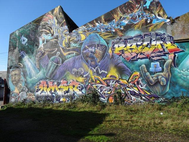 Street Art port de Lorient (graffitis) : ils ont (re)fait le mur !