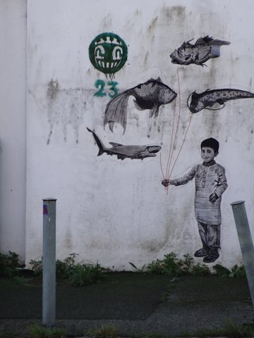 Street Art port de Lorient (graffitis) : poissons baudruche